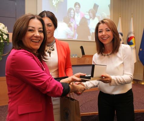 İzmirli Kadın Girişimciler İş'te Kadın Paneli'nde Buluştu